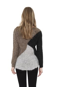 This color blocked pullover pairs warm contrasting colors with a lofty, luxurious hand feel that only Mohair can achieve. The Xander pullover has a clean finish scoop neck and a relaxed hemline for an easy, non-restrictive fit.