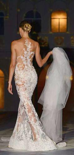 Sexy wedding gown / Pronovias