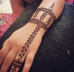 30+ Minimalist Mehendi Designs for the Bride Who Thinks Less Is More