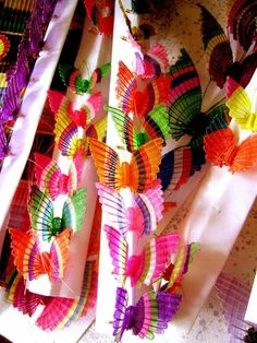 In Rari, near Linares, they specialize in making small figures, weaving horsehair, crin. Butterflies are typical figures. Chile handcraft.
