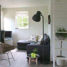 Woonkamer: De knusse woonkamer van het Huisje van Hout, met lekkere ...