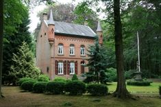 fietsroute-van-leenhoeve-tot-landheer Van, Mansions, House Styles, Places, Home Decor, Decoration Home, Room Decor, Fancy Houses, Vans