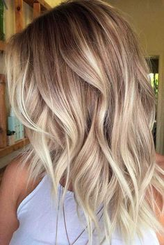 New hair ombre ideas to diversify classic brown and blonde ombre hair hair Balayage Hair Blonde Medium, Blonde Wavy Hair, Balayage Straight, Icy Blonde, Short Blonde, Short Ombre, Short Wavy, Curly Hair, Medium Blonde Hairstyles
