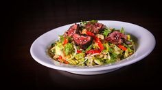 Thai Steak Salad Chef Recipes, Copycat Recipes, Thai Steak Salad, Menu Restaurant, Food Menu, Japchae, Cabbage, Salads, Vegetables