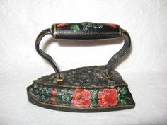 Rose Decorated Antique Sad Iron. SOLD Antique Iron, Vintage Iron, Decoupage, Vintage Laundry, Iron Board, How To Iron Clothes, Wooden Handles, Hobbies And Crafts, Painting On Wood