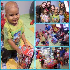 Karim es un niño de 3 años de edad, paciente de leucemia linfoblástica aguda. A su corta edad ya puede decidir qué es lo que más quiere en el mundo. Su deseo era tener una cama y muchos juguetes. Gracias a uno de nuestros donantes y voluntarios Karim recibió todo lo que pidió.