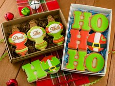 Christmas cookie box sets that use one cookie cutter, but can be decorated in a number of ways. Free decorating template provided.