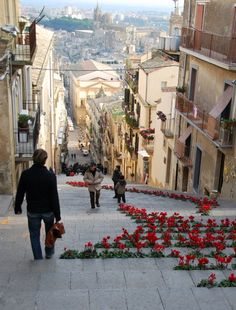 Flower steps in Sicily (Kristin Espinasse)