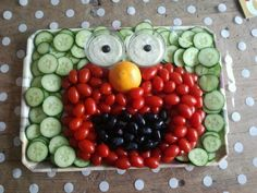 Made elmo treat for party evening playgroup / nursery., Made elmo treat for party evening playgroup / nursery. Veggie Platters, Veggie Tray, Healthy Treats, Healthy Kids, Birthday Treats, Happy Foods, Food Humor, Cute Food, Party Snacks