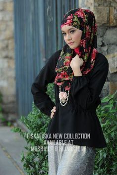 hijab Islamic Fashion, Muslim Fashion, Modest Fashion, Hijab Fashion, Girl Fashion, Scarf Styles, Hijab Styles, Red And Black Outfits, Hijab Collection
