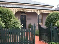 Hyacinth House self contained cottage - Bendigo Porch Veranda, Local Pubs, Local Attractions, Walk In Shower, Private Pool, Lawn And Garden, Great Places, Swimming Pools, Pergola