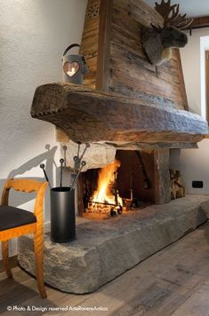 Excellent options for DIY Fireplace Designs - If you are constructed a new house and you are looking for some new and existing design for your fireplace, then why don`t you try something on your o. Kamin Excellent options for DIY Fireplace Designs Rustic Fireplace Mantels, Cabin Fireplace, Fireplace Remodel, Modern Fireplace, Fireplace Design, Fireplace Ideas, Farmhouse Fireplace, Mantles, Cabin Homes