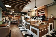 Castor Coffee & Lunch- Kraków wyposażona została w nasze deski wypalone słońcem. Idealne miejsce do spotkań, nieprawdaż?   #regaliapm #staredrewno #drewno #oldwood #wooden  #coffee #lunch #furniture #meble #mebledrewniane