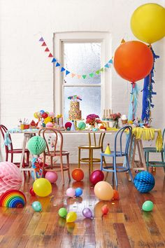 Colour scheme for gender neutral kids birthday party. Would also work with rainbow or Mickey clubhouse theme