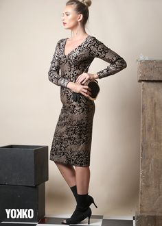 Golden Printed Velvet #yokko #gold #velvet #occasiondress #madeinromania #fall18 #buyonline #fashionaddict #classylook #divastyle How To Look Classy, Occasion Dresses, Fashion Addict, Diva, Dresses For Work, Velvet, Magic, Slim, Elegant