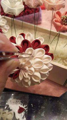 つまみ細工・ミテラの半くすMサイズ(5.5球)の作り方   「ミテラのかんざし」ギャラリーお母さまが作るつまみ細工のかんざし