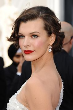 See all the Oscars 2012 hairstyles and makeup looks from the red carpet of the Academy Awards. Including Angelina Jolie, Michelle Williams, Meryl Streep, Rooney Mara and Jessica Chastain