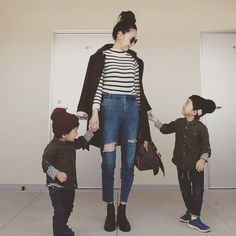 「⸜₍*̤̥͚₎⸝ * * 今日は初めて家族5人でおでかけ♩ * * #親子コーデ #オソロコーデ #リンクコーデ #ootd #kidsfashion #私のデニムはパパにダメージ加工してもらったよ #vuittonはばぁちゃんからもらったもの #スカーフはお母さんからもらったもの #おでかけ #自己満」
