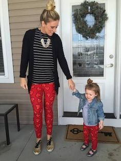 Why don't make something fun with the little kids at home! Make the Christmas fun!! Look at these LulaRoe red leggings , it looks really cool for these celebrations. You must try it. I am sure the kids will love it! If you need more information about LulaRoe follow me on Facebook: www.facebook.com/groups/lularoetera