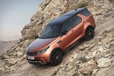 Land Rover introduce with all-new Discovery & it's available from November. The new SUV comes in five different variant & two engine variant -So, Land Rover Discovery 2017 S variant Petrol price is ₹ lakh and Diesel price is lakh Land Rover Discovery Sport, Best Suv For Family, Family Suv, Land Rovers, My Dream Car, Dream Cars, Discovery 5, Range Rover Sport, Luxury Suv