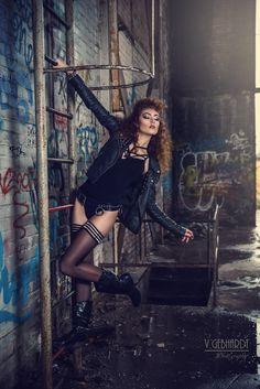 Rock it Baby 2 - Lost Place Shooting in einer Fabrikhalle Factory Shooting Mode . Grunge Photography, Fashion Photography Poses, Fashion Photography Inspiration, Dark Photography, Photoshoot Inspiration, Portrait Photography, Urbane Fotografie, Kreative Portraits, Modeling Fotografie