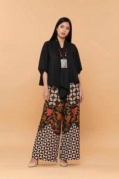 N/A Batik Blazer, Blouse Batik, Batik Dress, Kulot Batik, Batik Kebaya, Batik Fashion, Hijab Fashion, Fashion Outfits, African Wear