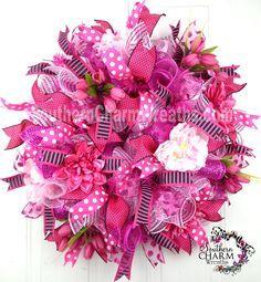 How to make a deco mesh curly loop wreath - Wreath Ideen 2020 Mesh Ribbon Wreaths, Christmas Mesh Wreaths, Valentine Day Wreaths, Deco Mesh Wreaths, Valentines, Floral Wreaths, Valentine Crafts, Holiday Crafts, Deco Mesh Crafts