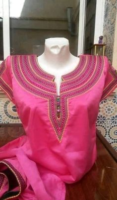 African Print Fashion, Indian Fashion, Womens Fashion, Kurti Neck Designs, Blouse Designs, Ladies Suit Design, Blouse Batik, Kurti Embroidery Design, Most Beautiful Dresses