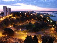 """""""""""Parana"""""""" capital de la provincia de Entre Rios, ubicada sobre la margen izquierda del rio Parana. La ciudad presenta un relieve ondulado, con abruptas barrancas de mas de 80m. de altura. Es por demas una ciudad preciosa. Parana, prov. Entre Rios, Argentina"""