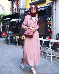 Pin by adienna on fashion hijab. Street Hijab Fashion, Abaya Fashion, Modest Fashion, Fashion Outfits, Fashion Fashion, Hijab Style, Hijab Chic, Turkish Fashion, Islamic Fashion