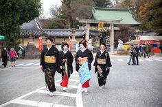 Shigyoushiki 2017 with the Ichi okiya family: geiko Umeka, Umeshizu, Ichitomo and Ichisumi (source).
