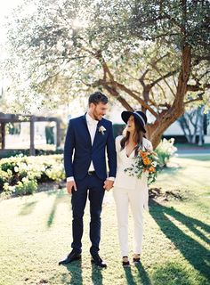 Two words, SMPers: bridal pantsuit. It's a chic look this bride pulled off with total ease, and set the stage for a courthouse wedding done oh SO right.Christine Doneé Photographycame along to document the day, and you better believe we'll be obsessing in the galleryfor a sweet, longtime. From The Bride…We had to put together […]