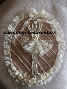 Türk iğne oyası bebek yatak örtüsü için tasarladım Lace Making, Home Textile, Textiles, Flowers, How To Make, Handmade, Crafts, Beautiful Things, Diy Kid Jewelry
