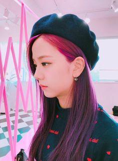 Blackpink discovered by Canan on We Heart It Blackpink Jisoo, Kim Jennie, Kpop Girl Groups, Korean Girl Groups, Kpop Girls, Purple Hair, Red Hair, Lisa Park, Black Pink ジス