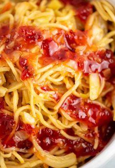 Ramen Noodle Cabbage Stir Fry Recipe - Build Your Bite Ramen noodle cabbage stir fry recipe. Top with sweet chili sauce! Ramen Noodle Cabbage Stir Fry Recipe - Build Your Bite Ramen noodle cabbage stir fry recipe. Top with sweet chili sauce! Vegaterian Recipes, Stir Fry Recipes, Asian Recipes, Cooking Recipes, Chinese Recipes, Oriental Recipes, Dinner Recipes, Potluck Recipes, Asian Foods