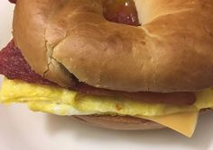 How to Cook Perfect Bacon egg and cheese bagel (or vegetarian) – isabellabistro.com Breakfast Bagel, Best Breakfast, Breakfast Recipes, Egg And Cheese Sandwich, Bacon Egg And Cheese, Cheese Bagels, Cheese Food, Vegetarian Cheese, Vegan Vegetarian
