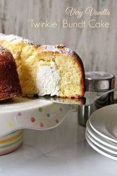 Very Vanilla Twinkie Bundt Cake! This sweet, tender bundt cake has a surprise tunnel of creamy filling reminiscent of a classic childhood treat. This cake is always a crowd pleaser! Crepes, Nutella, Twinkie Cake, Marshmallow Creme, Prep Kitchen, Food Cakes, Bundt Cakes, Drip Cakes, Savoury Cake