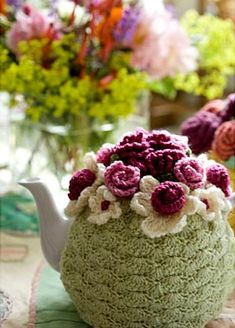 Crochet a tea cosy... IF only I had paid attention when Moma tried to teach me to crochet :-(