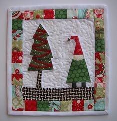 Christmas Mug Rug Christmas Mug Rugs, Christmas Patchwork, Christmas Sewing, Christmas Crafts, Christmas Decorations, Christmas Ornaments, Merry Christmas, Small Quilts, Mini Quilts