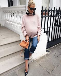 Cashmere and boyfriend jeans! Cute Maternity Outfits, Stylish Maternity, Pregnancy Outfits, Pregnancy Shirts, Maternity Wear, Maternity Fashion, Maternity Winter, Maternity Styles, Pregnancy Fashion