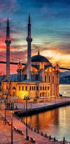 Istanbul City, Istanbul Turkey, Beautiful Mosques, Beautiful Moon, Islamic Art, Athens, Rome, Taj Mahal, Vacation