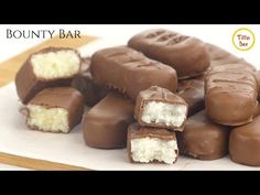 Homemade Bounty Bar Recipe by Kids Tiffin Box Bounty Chocolate, Decadent Chocolate, Coconut Chocolate, Homemade Chocolate, Chocolate Bars, Coconut Recipes, Sweets Recipes, Candy Recipes, Choco Jar