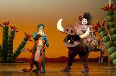 The Lion King, o musical, personagens, Timão e Pumba, Broadway, New York. #Broadway #Ingressos Reserve o seu ingresso: http://www.weplann.com.br/nova-york/ingressos-rei-leao-broadway