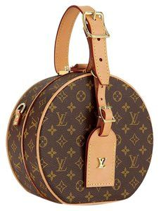 Get the trendiest Cross Body Bag of the season! The Louis Vuitton Box Petite Boite Chapeau Monogram Lv Logo Mini Hat Brown Canvas Cross Body Bag is a top 10 member favorite on Tradesy. Save on yours before they are sold out! Sacs Louis Vuiton, Pochette Louis Vuitton, Louis Vuitton Handbags, Purses And Handbags, Louis Vuitton Monogram, Cheap Handbags, Cheap Purses, Popular Handbags, Tote Handbags