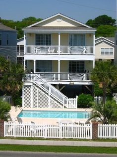 Available Week 1  $4231.32/wk  North Carolina, Across from Beach  VRBO.com #39804 - Now Booking  2017 Season 5 BR House-Row 2--Ocean View