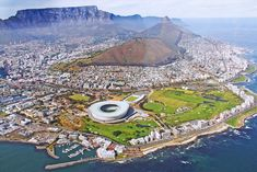 Also called the Mother City, Cape Town sparkles in splendor. Are you in South Africa but only have a day to explore Cape Town? Here's my guide on spending 24 hours in Cape Town South Africa Holidays, South Africa Tours, Cape Town South Africa, Knysna, Parc National Kruger, Les Seychelles, Countries To Visit, Table Mountain, Africa Travel