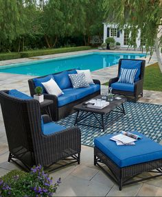 Our timeless Calistoga collection, inspired by the grand natural surroundings of classic mountain lodges, redefines the outdoor wicker classics with fresh bold contours and clean architectural lines.