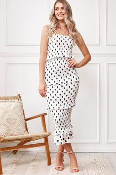 You will find the latest selected women's dresses, cocktail dresses, formal dresses. You can Shop now and pay later with Afterpay. Esther Boutique, Playsuits, Women's Clothing, Clothes For Women, Formal Dresses, Skirts, Stuff To Buy, Shopping, Collection