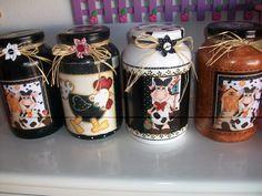 Here are 16 awesome ideas for diy Christmas decorations. Mason Jar Crafts, Bottle Crafts, Mason Jars, Bottle Painting, Bottle Art, Bottles And Jars, Glass Jars, Decoupage Jars, Cow Art