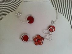 Aluminium wire jewelry Open necklace by LesBijouxLibellule on Etsy Amber Necklace, Wire Necklace, Wire Wrapped Necklace, Copper Necklace, Amber Jewelry, Metal Necklaces, Copper Jewelry, Flower Necklace, Brown Necklaces
